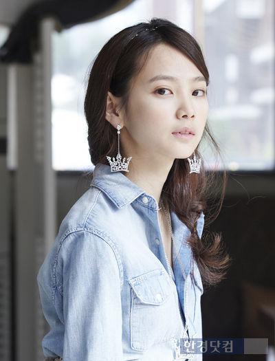 Yoon-Seung-Ah