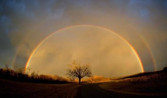 Rainbow_in_the_sun_and_rain-573x339